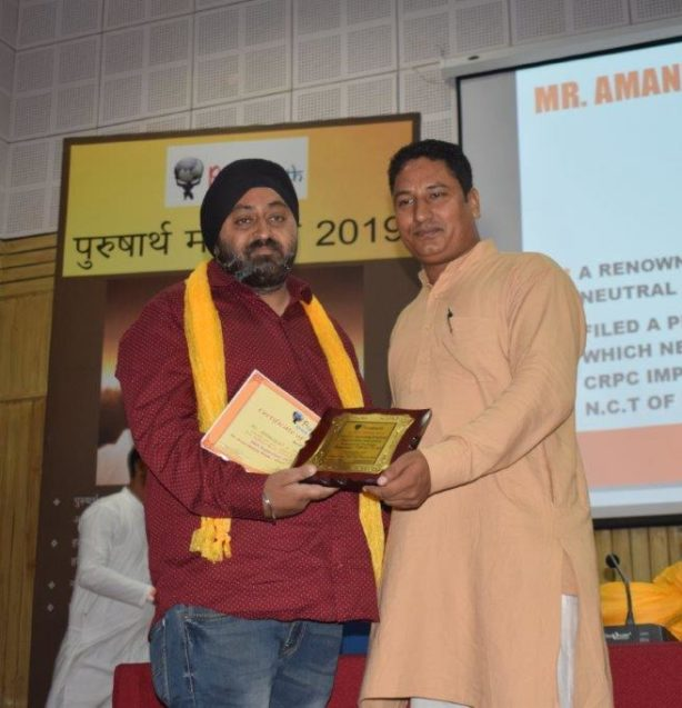 Amandeep Johar receiving Purusharth Award