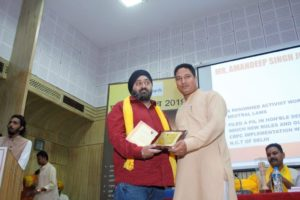 Amandeep Johar receiving Purusharth Award