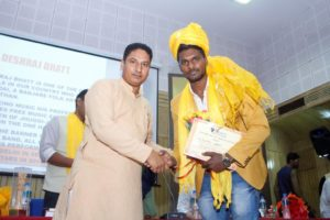 Mr. Deshraj Bhatt receiving Purusharth Award