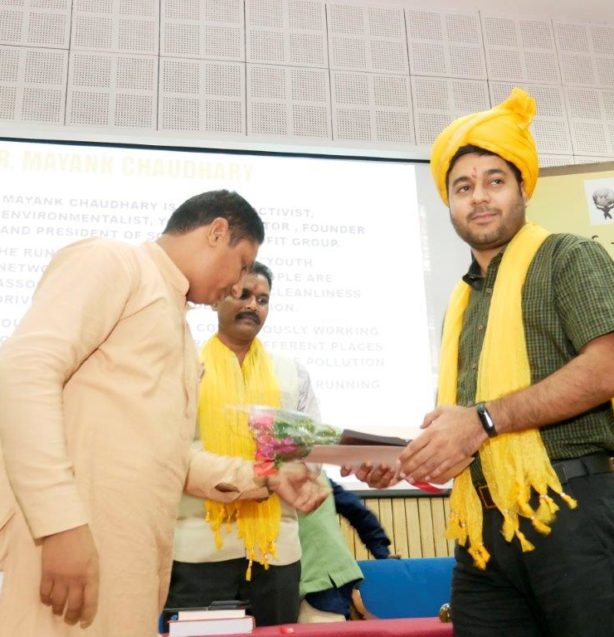 Mr Mayank Chaudhary receiving Purusharth Award